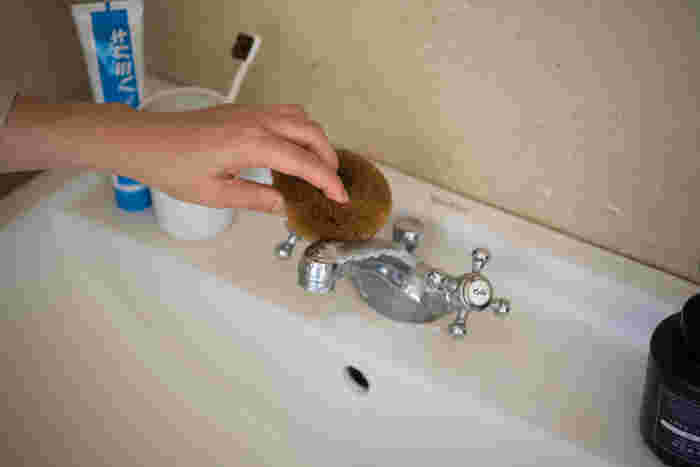 浴室・洗面所・トイレなど水回りのお掃除も、家族みんなで分担して綺麗にしておきましょう。手間と時間がかかる作業もみんなで取り組めば、ママ一人でお掃除するよりも短時間で終わるはずです◎。パパは換気扇や天井などの高い場所のお掃除を。ママと子供たちは、浴室と洗面所のお掃除を担当してみてはいかがでしょうか。