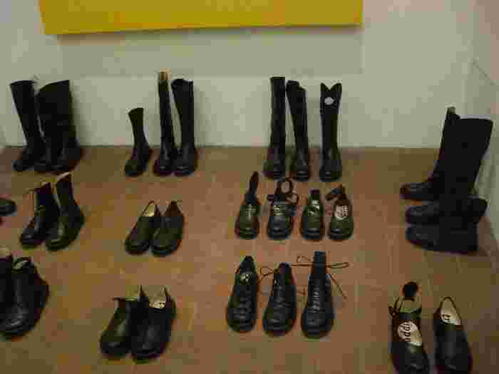 お気に入りの、大好きな一足。「毎日履きたいけれど、はやくダメになってしまうのが怖い・・」という方は多いのでは。  実はトリッペンの靴、今までに発売されたシューズすべてが、リペア可能。そのため廃盤がなく、中古で販売されているものでも、大きく価値が下がりません。  一生ものの靴、と呼ばれる所以ですね。
