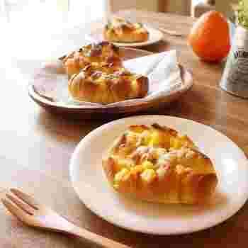 みんな大好きコーンポタージュをパンに。チーズでいい塩加減もあるから、パクパク進みます♪中はコーンポタージュがしみ込んで、じゅわっと美味しさが溢れています。