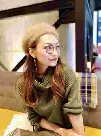レディースシリーズでは小さなサイズも取り揃えているので、顔が小さめの女性でもフィットするメガネに出会うことができます。