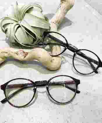 さまざまなかたちのある眼鏡。種類が多すぎて、どれを選べばいいのか分からなくなってしまうこともありますよね。そんなときは、まず、お顔のかたちで似合う眼鏡を絞っていきましょう。そこから、素材や色味などをチョイスしていけば、お顔に似合う眼鏡を決めることができます。