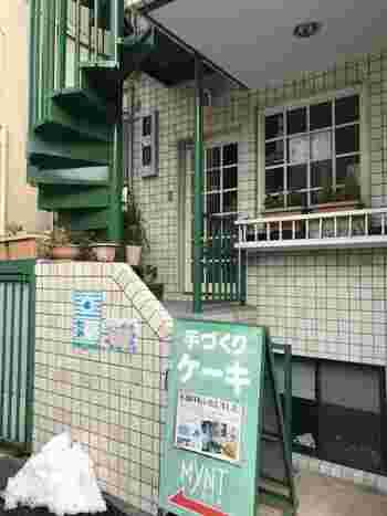 ハルちゃんが子どもの頃に猫にあげたクッキーを買ったお店のモデルが、新高円寺にある「MYNT(ミント)」。現在は移転して外観が変わっているのですが、こちらは映画に登場した移転前の外観です。