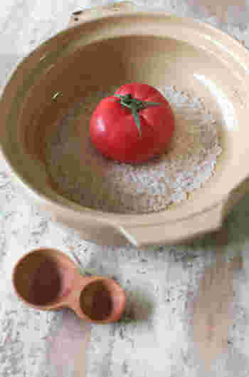 インパクトがあって簡単で、美味しいトマトまるごとご飯はパーティーシーズンにもぴったりの時短豪華メニュー。 普通の炊き込みに飽きちゃったら、トマトで炊き込み御飯を楽しんでみてくださいね!