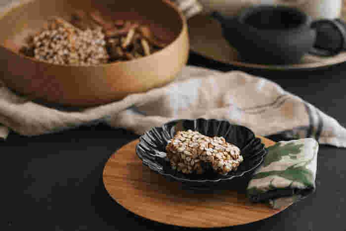 米ではなく玄米を、さらに黒砂糖やきなこを使って作られた玄米おこしは農家さん手作りの品です。適度な歯ごたえと優しい甘味、香ばしい香りがついついもう一口食べたくなってしまいます。