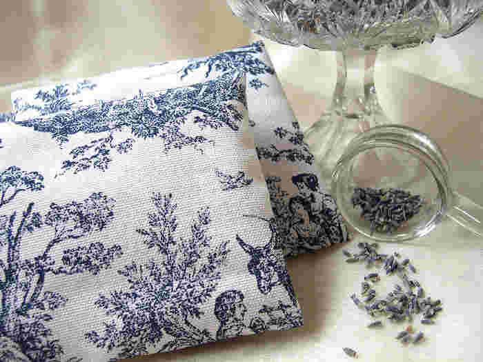 [材料] ドライハーブ・・・適宜 お茶パック・・・適宜 布の袋など  [作り方] 写真ではラベンダーを使用。ドライハーブをお茶パックに入れ布の袋に入れるだけ♪