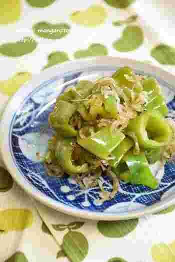 万願寺唐辛子のビタミンCとカロテンにじゃこをプラスすることでカルシウムも摂取できちゃいます。夏バテに負けないレシピです。