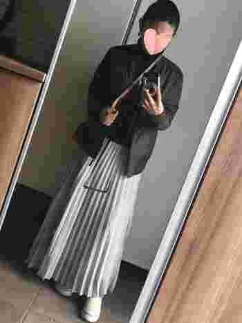 定番人気のプリーツスカートもma-1と相性バグツン!上半身を暗めの色合わせでまとめれば、大人かっこいい甘辛ミックスの完成です。