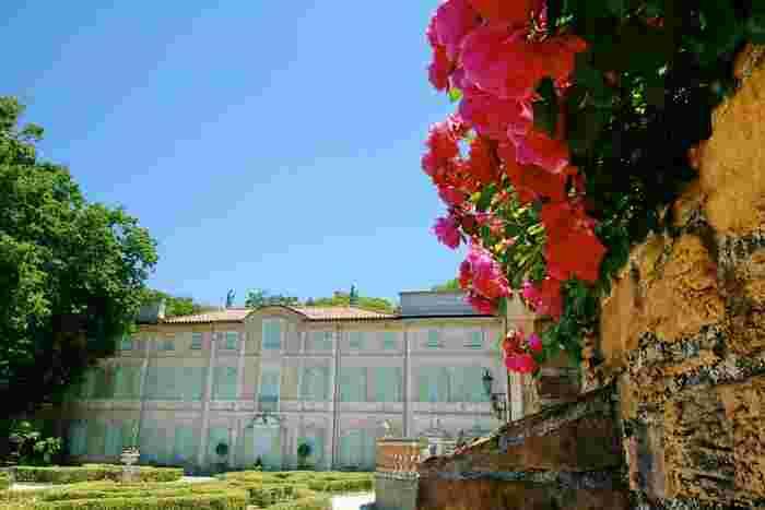 サン=テグジュペリ作者ゆかりの20世紀初頭のフランスの街並みを再現した風景や、箱根の自然にきっと魅了されます。星の王子さまファンであっても、そうでなくても楽しめるミュージアムです。