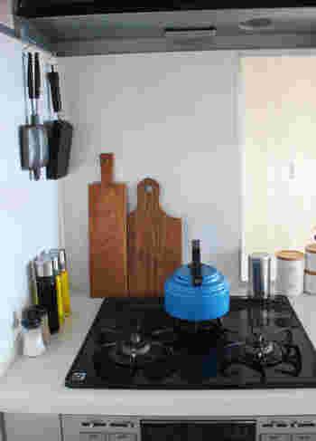 このようにフライパンなどの調理器具をかけたり、ふきんをかけたり…キッチンで大活躍してくれます。