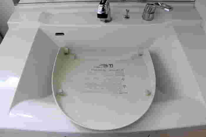 トイレの大掃除もやっかいな印象がありますが、ふたなどを取ってしまえば、簡単に細部まで手が届きます。取ったことがない方も、ちょっと挑戦してみてください。(取り外しについては説明書を参照下さい)