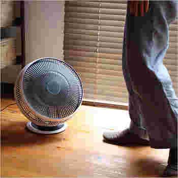 お部屋の空気を効率的に循環させてくれるサーキュレーターの中でも、人気が高いバルミューダのサーキュレーターです。エアコンの空気をお部屋全体に回してくれます。無段階でファンの向きを変えることができるので、狙った方向にぴったりと合わせられます。(19,799円)