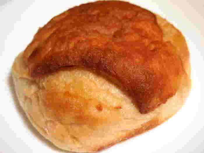 こちらは、お店の看板にも出ている「塩フォカッチャ」。米粉を使い、もっちりとした食感の虜になるリピーターさんも多く、人気のパンのひとつです。