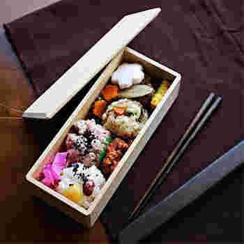 """【輪島キリモトのあすなろのBENTO-BAKO】 こちらは石川県輪島市で150年にわたりものづくりをしている輪島キリモト・桐本木工所のもの。お弁当の中身を引き立たせ、上品さを醸し出す白木のお弁当箱。まるで高級料亭のお弁当のような感じさえ漂ってきます。じつに""""大人のお弁当箱""""です。"""
