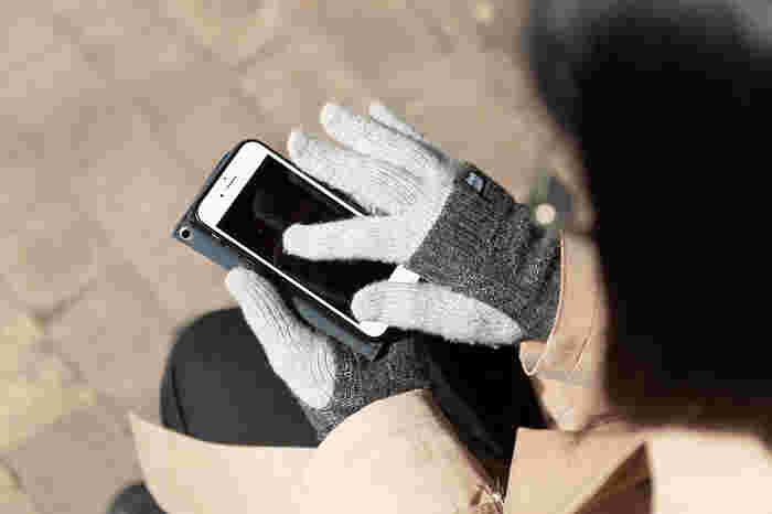 スマホ対応の手袋と言っても、デザインは様々です。コーディネートに合わせやすいデザインを取り入れて、冬でも指先あったか&ストレスフリーの毎日を実現できそうです。