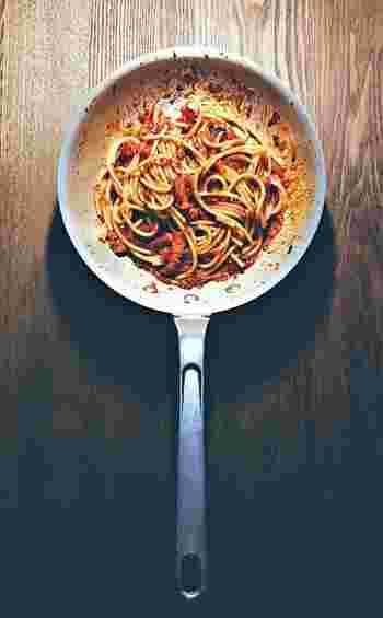 ■ブカトーニのアマトリチャーナ 週末のパスタは本格的なこちらのレシピはいかがですか?やるならば材料にもとことんこだわって、ペコリーノロマーノとパンチェッタで本格的なアマトリチャーナをお楽しみください!白ワインのお供に最高です。