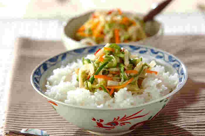 野菜もしっかりとりたい人におすすめのレシピ。 赤唐辛子入りでピリッとした味わいでご飯との相性も抜群!