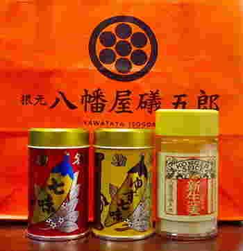 レトロな缶もかわいい! 七味をしょせん脇役と侮ることなかれ。一度ここの七味を食べたら、辛みと香りの違いにびっくりするはず。 ※写真左から「七味唐からし」、「ゆず七味」、「KONGEN SPICE 新生姜」