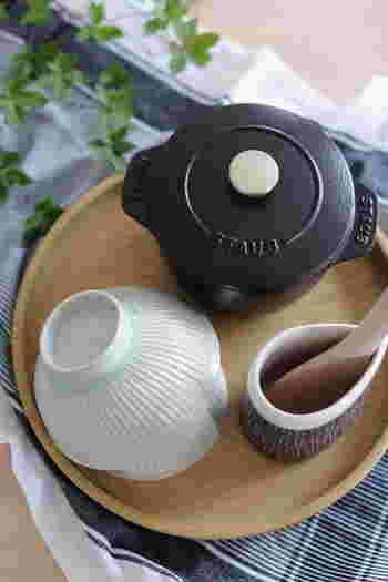 ホーローのお鍋でもご飯は美味しく炊きあげることができます。土鍋よりも短時間で炊きあげることができるので、慣れてしまえばあっという間に炊飯することができます。鍋炊きご飯は火加減の調整がすこし難しいので、まずはタイマーを活用してきっちり時間を測るようにしましょう。
