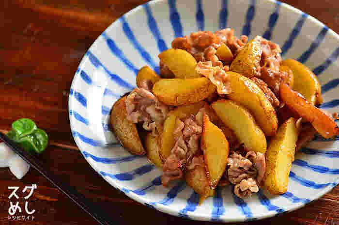 豚肩ロース薄切り肉にじゃがいも、後はおうちにある基本的な調味料で作れる豚肉の照り焼き。電子レンジで約10分で立派な、食感も味も抜群のおかずに仕上がります。豚肉は豚肩ロース薄切り肉以外にも、豚こまや、豚バラ肉などでもOK!色々試してみて、おうちの好みの味にアレンジするのも良いかも。