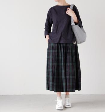 短めソックスとの組み合わせが女性らしさを引き出してくれます。スカートに合わせるのも素敵ですね。