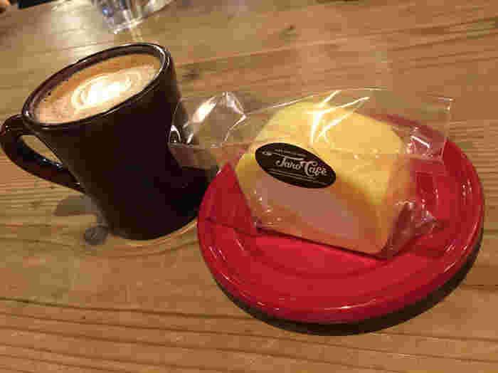 先ほどご紹介したタロカフェの「タロール」もこちらでいただけます。コーヒーの香りが広がる店内で、旅行のプランを立てたり、ゆっくりおしゃべりをしたり、思い思いの時間を過ごしましょう。