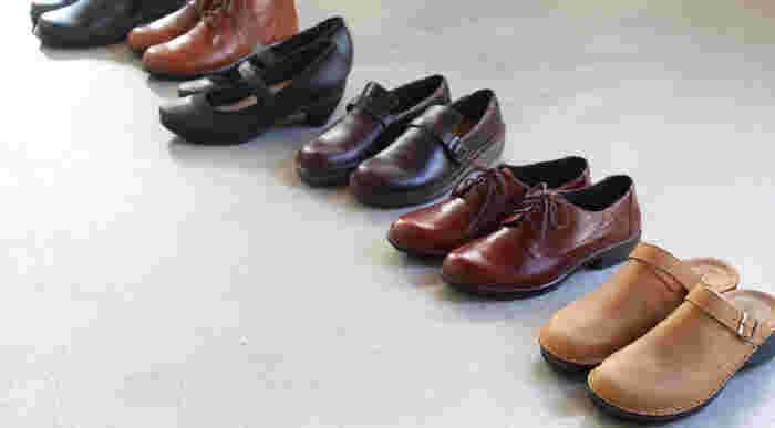 どんなスタイルにもマッチするベーシックなデザイン、クッション性に優れたインソール、上質なレザーを使用した快適な履き心地。様々な魅力を備えたイスラエル生まれの革靴専門店『NAOT』のシューズは、男女問わず幅広い世代のファンから愛されています。