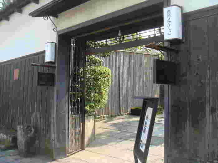 「旅館くらしき」は、江戸期の屋敷と蔵を改装した老舗旅館。宿泊者でなくても、お座敷やレストランで食事を頂くことが出来ます。