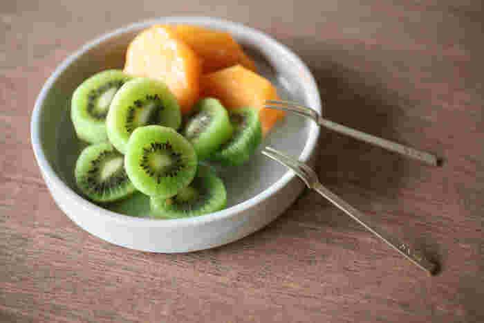 果物を食べるのにちょうど良いサイズの真鍮フォーク。酸化防止加工が施されていないので、使えば使うほど経年変化を楽しむことができます。