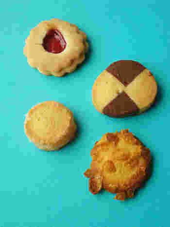 サクッとほぐれる軽い食感、素朴な味わいの13種のクッキーの詰め合わせは、大切な方への贈り物・手土産にもおすすめです。