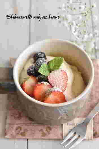 卵不使用のレシピです。水切りヨーグルトを使うので、さわやかな味でふんわりと軽い口当たりのマグカップケーキになります。