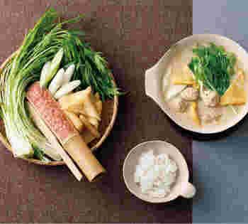 豆乳の優しい味わいがじんわりとしみ渡る豆乳鍋。軟骨入りの鶏だんごはコリコリ食感が楽しめます。