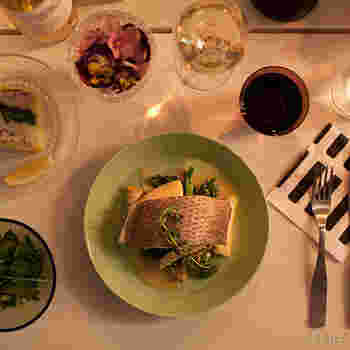 お魚料理をのせて。ちょっと大人なディナータイム。