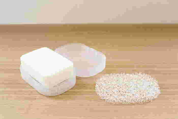 もちろん受け皿ありで使っても良いですし、こちらのようにフタ付の石けん置きもありますので、用途に合わせて選んでみてくださいね!