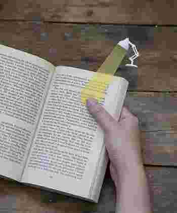 読んでいるページを照らしてくれているようなかわいらしさも。本好きな人へのちょっとしたプレゼントにいかがですか?