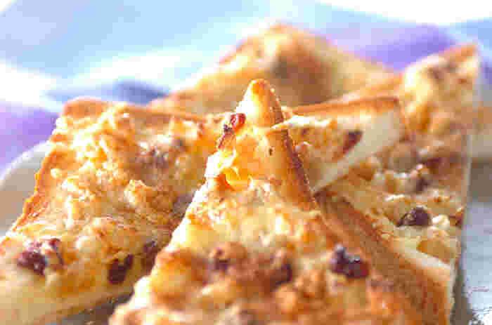そのまま食べてもおいしい干し芋を朝食やお昼ごはんにぴったりな1品にアレンジしてみませんか?天日干ししたさつまいもの甘さとレーズンの酸味、バターやチーズのコクは思わず笑顔になるおいしさ。焼きたてのアツアツを召し上がれ。