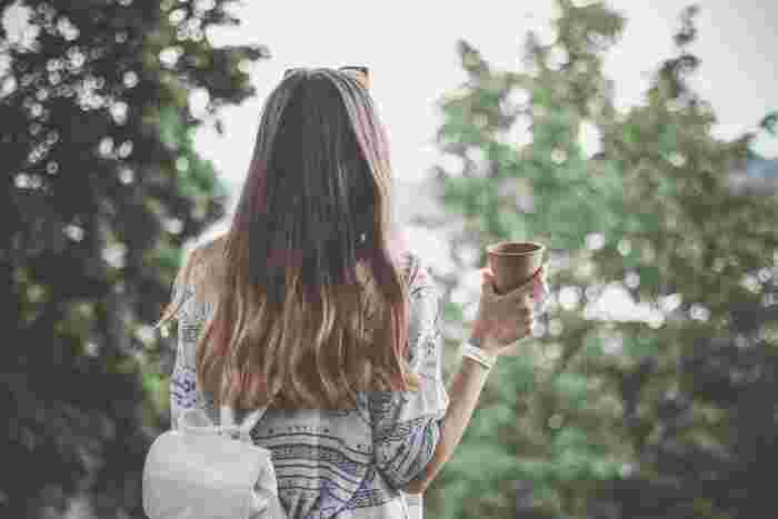 気分を変えて、会社や家の周りをぐるりと散歩してみるのもいいですね。鳥のさえずりが聞こえたり、道行く人や、空を眺めるだけでも気分転換になります。