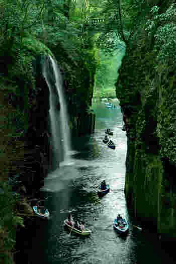 ここに訪れたら、ぜひ貸しボートに乗りましょう♪ 「真名井の滝」が目の前で楽しめ、大迫力!マイナスイオンをたっぷり浴びて、リフレッシュできそう。