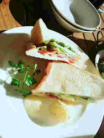 サンドイッチやパスタなどのお食事メニューも充実。優雅な時間を過ごしてみませんか?