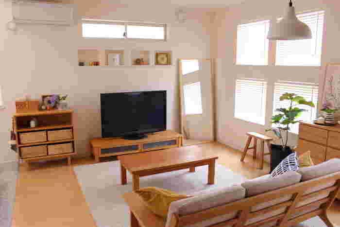 細々した小物や日用品なども、かごに収納すればお部屋全体がすっきりした印象に。カゴやバスケットを家具と同じ色合いで揃えれば、統一感のあるおしゃれな空間を演出できます。オープンシェルフやカラーボックスの収納でお困りの方は、さっそく素敵な「かご」を取り入れてみませんか?