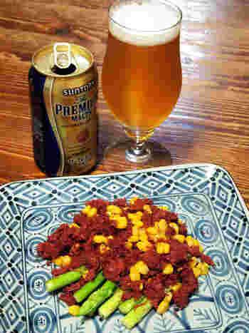新鮮なアスパラガスとコンビーフのマリアージュ。ビールによく合います。手間いらずでとっても簡単なので是非試してみてください。