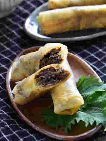 甘辛の味付けがたまらない!牛肉とゴボウの春巻きは、コチュジャンも入るので、プルコギのような味わいです。ご飯に合う一品ですよ。