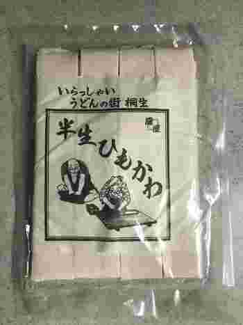 県内各地で売られていますが、桐生が発祥といわれる幅広の「ひもかわうどん」。桐生駅にある観光物産館わたらせでも購入できます◎