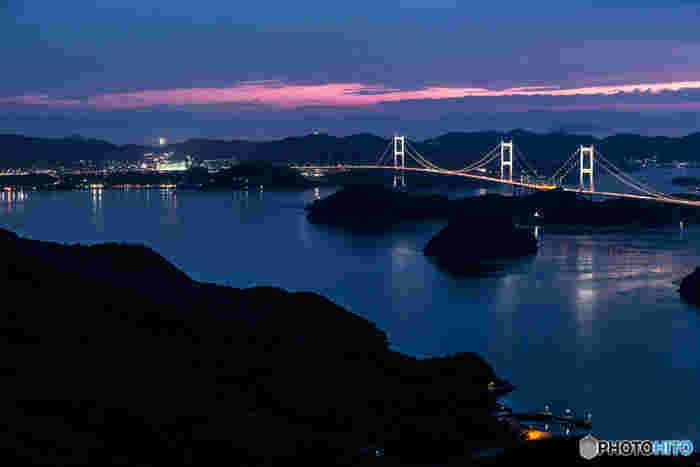 来島海峡大橋は期間限定でライトアップされるので、前もってチェックして行ってみるのもいいですね。幻想的な雰囲気に思わず息を呑んでしまいそうになります。