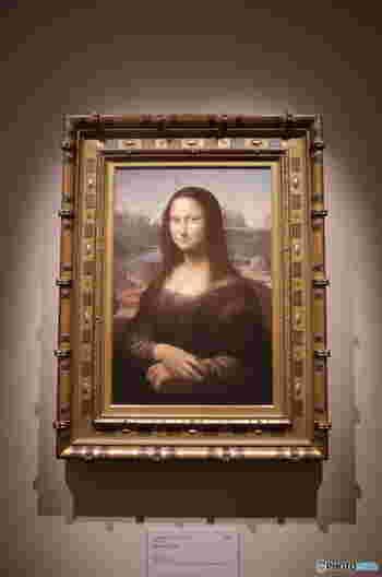 パリのルーブル美術館でしか見られないレオナルド・ダ・ビンチの「モナ・リザ」も原寸大で展示。油絵の凸凹も見事に再現されていて、しかも直接手で触ることもできて、もちろん、撮影もOK。普段は絶対にすることができない体験をすることができますね。