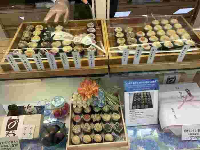 最後にご紹介するのは、「天むす」ですが、「築地天むす松屋銀座店」のものは、お寿司感覚で気軽に食べられる差し入れとして人気。現在は松屋銀座にしか店舗がないので、そのレア感も差し入れにぴったりです。