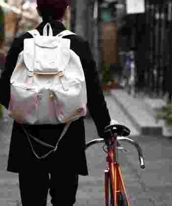 自転車に乗るときに便利なバッグって? 両手があく便利なバッグって?