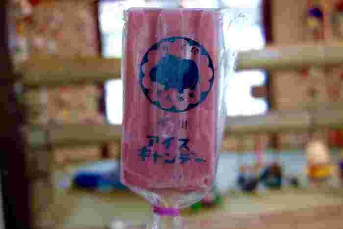 福岡・柳川にある「椛島氷菓」のアイスキャンデー。昔懐かしさを感じる素朴なアイスキャンデーは、全国から注文が入る看板商品です。レトロなカバ印のパッケージも人気の理由のひとつ。