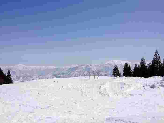 おなじみの「苗場スキー場」ですが、アクセスが良く日帰りもでき、また設備が整った快適性もおすすめ。ゴールデンウィークの苗場は、意外と穴場スポットだそうですよ。