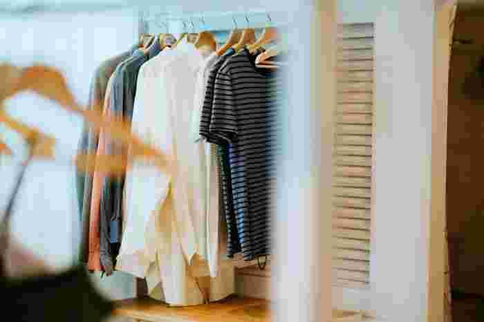 ファッションに興味のない方でも、そのシーズンにいくつかはファッションアイテムを買い足すのではないでしょうか。それなのに、そのシーズンでひとつもアイテムを処分しなかったのなら増えていくのは当然ですね。