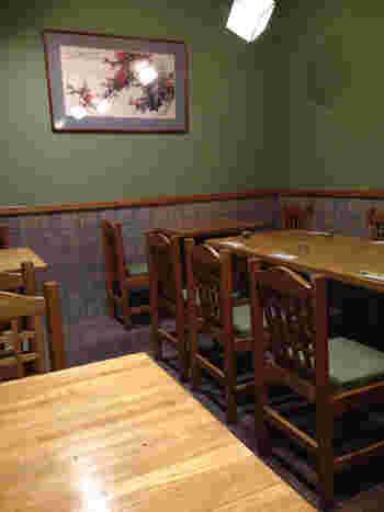 モダンな雰囲気が漂う店内は、シックな色合いで統一されており、落ち着いて食事を楽しむことができそう。